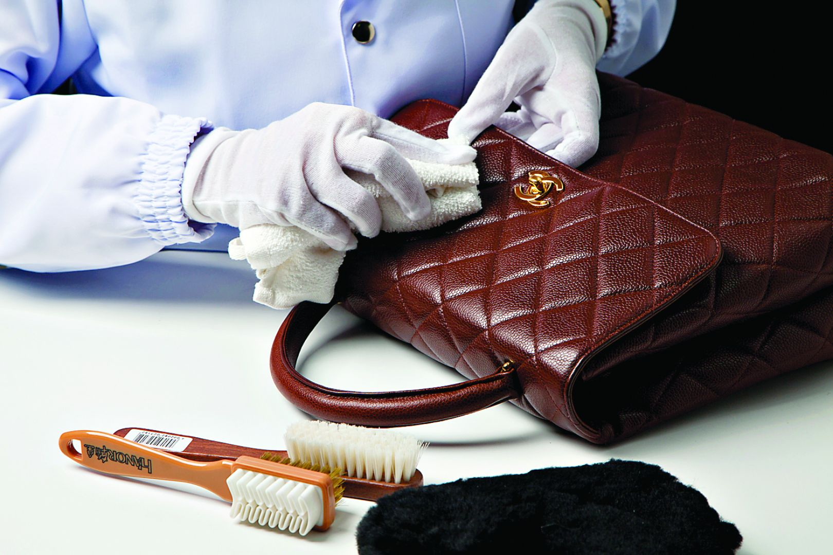 The Synthetic Leather Bag Treatment Easily and